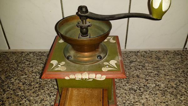 Brocante koffiemolen beschilderd